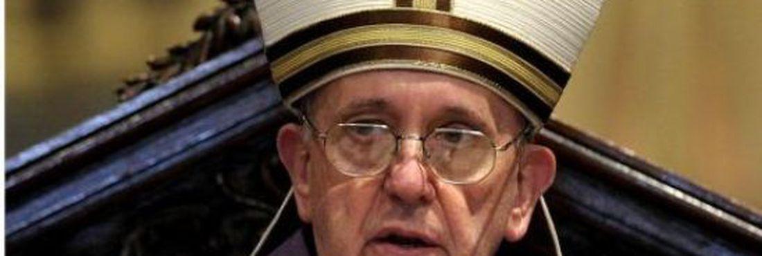 O cardeal-arcebispo de Buenos Aires, Jorge Mario Bergoglio, foi  eleito papa pelos 115 cardeais reunidos em Roma, assumindo o nome de Francisco I.