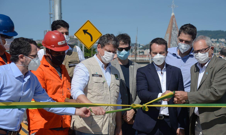 O ministro da Infraestrutura, Tarcísio Gomes de Freitas e autoridades participam da inauguração da Avenida Portuária do Rio de Janeiro.