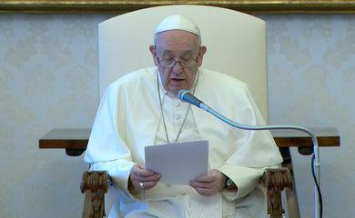 Papa Francisco durante audiência geral semanal no Vaticano