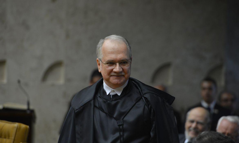 O novo ministro do Supremo Tribunal Federal (STF), Luiz Edson Fachin, toma posse em solenidade no plenário do STF (Valter Campanato/Agência Brasil)