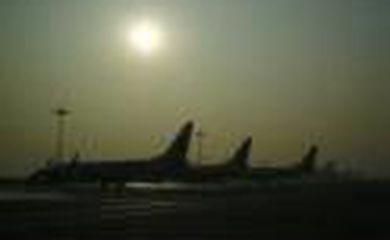 Névoa cobre aeroportos na China e cancela voos - Wu Hong/Agência Lusa