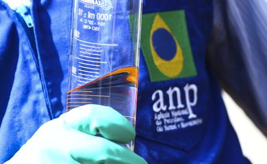 Força-tarefa integrada pela Agência Nacional do Petróleo, Gás Natural e Biocombustíveis (ANP), Procon e Inmetro fiscaliza postos revendedores de combustíveis em Brasília.