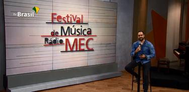 Radialista Tiago Alves apresenta a final do Festival de Música Rádio MEC 2020