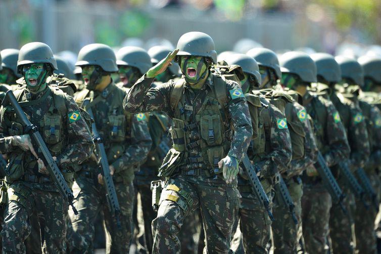 Brasília - Integrantes do Exército durante desfile militar de 7 de Setembro, na Esplanada dos Ministérios (Fabio Rodrigues Pozzebom/Agência Brasil)