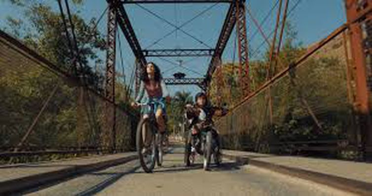 Road movie infantojuvenil tem fotografia poética e lição de amor