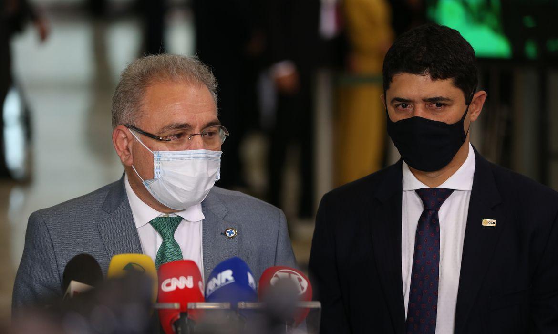 Os ministros da Saúde, Marcelo Queiroga, e da CGU, Wagner Rosário, durante entrevista à imprensa no Palácio do Planalto