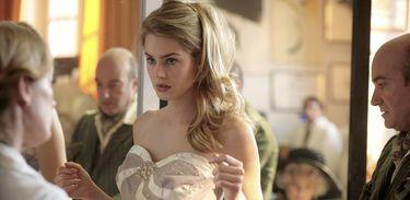 Cinderela em Paris - se arrumando para o baile
