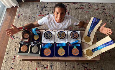 Ana Marcela Cunha é atleta da Unisanta, Marinha do Brasil