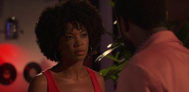 Djamila pressiona Joel para contar sobre seu plano contra Bianca