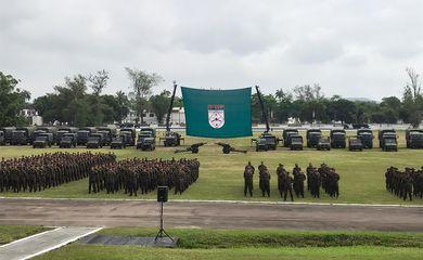 O Exército realiza solenidade de apronto dos militares que participarão da Operação Acolhida, em Roraima, no 31º Grupamento de Artilharia de Campanha Escola, na Vila Militar