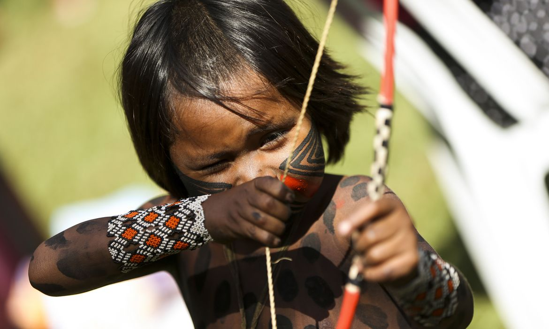Brasília - Criança indígena no Acampamento Terra Livre