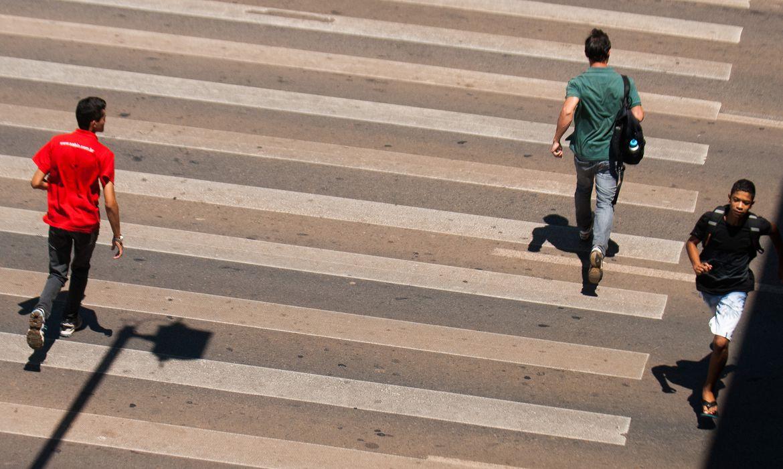 A implantação da faixa de pedestres no Distrito Federal completa 18 anos, depois de uma forte campanha realizada pelo respeito à faixa e a maioria dos motoristas do DF aderiu  (Marcello Casal Jr/Agência Brasil)