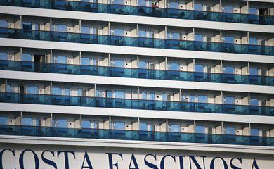 Navio Costa Fascinosa atracado no Porto de Santos