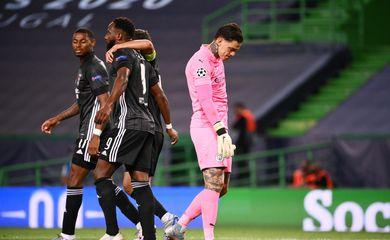 Moussa Dembelé comemora gol marcado pelo Lyon contra o Manchester City pela Liga dos Campeões