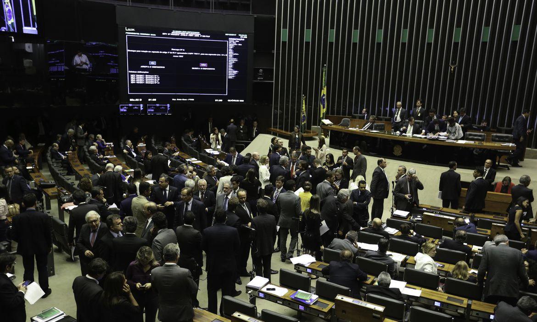Brasília - Rodrigo Maia preside sessão do Plenário da Câmara que analisa MP de incentivo às petrolíferas (Fabio Rodrigues Pozzebom/Agência Brasil)