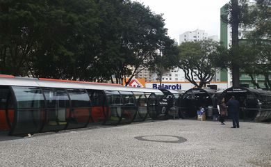 Estações-tubo na Praça Rui Barbosa, em Curitiba