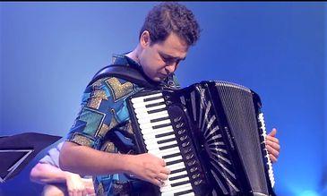 Kiko Horta se apresenta no Cena Instrumental