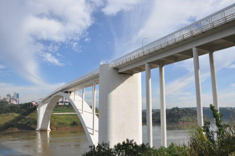 Ponte da Amizade, Paraguai, Brasil