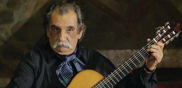 Lúcio Yanel é considerado um dos alicercesdo violão solista