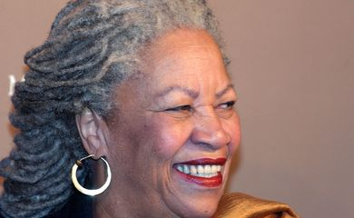 Toni Morrison smiles as she arrives at Rolex's Mentor and Protege gala, November 10, 2003 in New York.  REUTERS/Stephen Chernin/File Photo