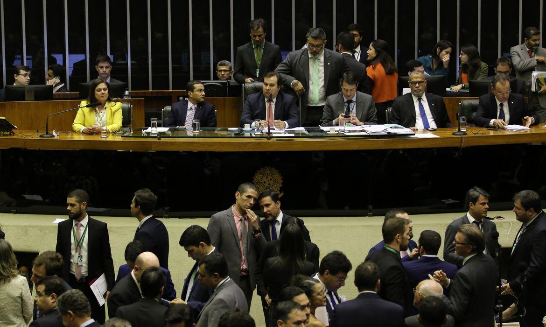plenário da Câmara continua sessão para análise de emendas à Reforma da Previdência.