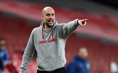 Técnico Pep Guardiola, do Manchester City, durante partida contra o Arsenal