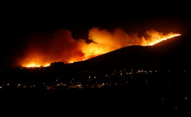 View of a fire in Sintra mountain, Portugal October 7, 2018. REUTERS/Pedro Nunes