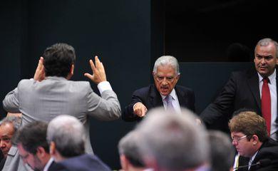 Deputados discutem durante reunião para elaboração do roteiro de trabalho e deliberação de requerimentos da CPI  da Petrobras (Gabriela Korossy / Câmara dos Deputados)