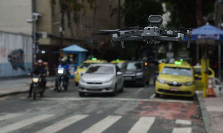 Drone com alto-falante é usado para evitar aglomerações na zona sul do Rio de Janeiro.