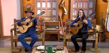 Evaldo Carvalho & Jaqueline cantam uma boa moda de viola no Brasil Caipira