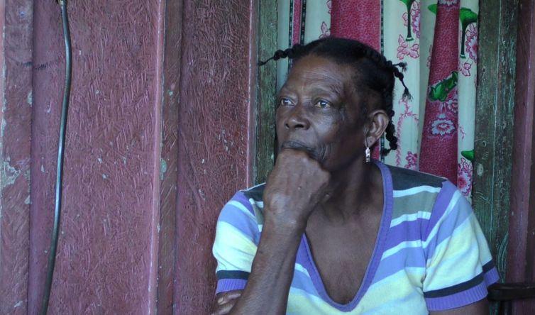 Guardiã de saberes tradicionais, senhora fala sobre o uso de ervas medicinais