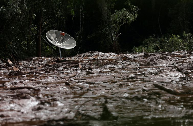 A parabolic antenna is seen over mud after a dam owned by Brazilian miner Vale SA that burst, in Brumadinho, Brazil January 26, 2019. REUTERS/Adriano Machado