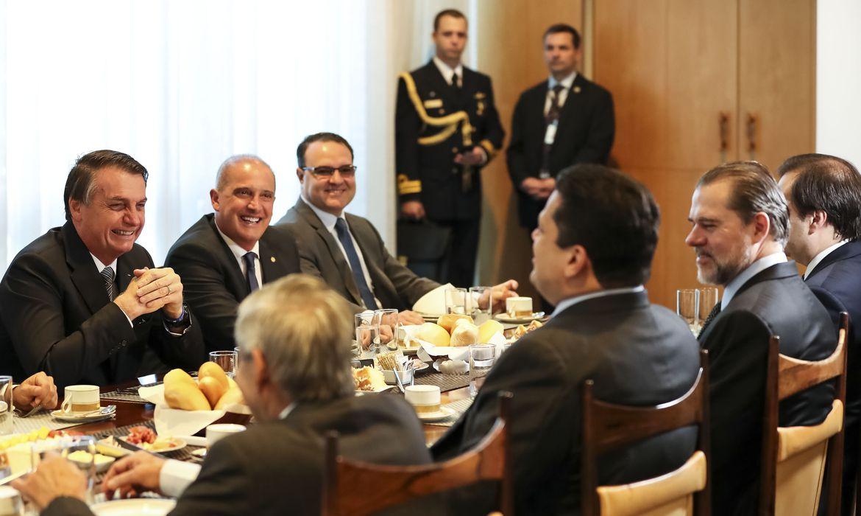 Presidente da República, Jair Bolsonaro, durante café da manhã com Dias Toffoli, Presidente do STF; Davi Alcolumbre, Presidente do Senado; Rodrigo Maia, Presidente da Câmara dos Deputados e ministros.