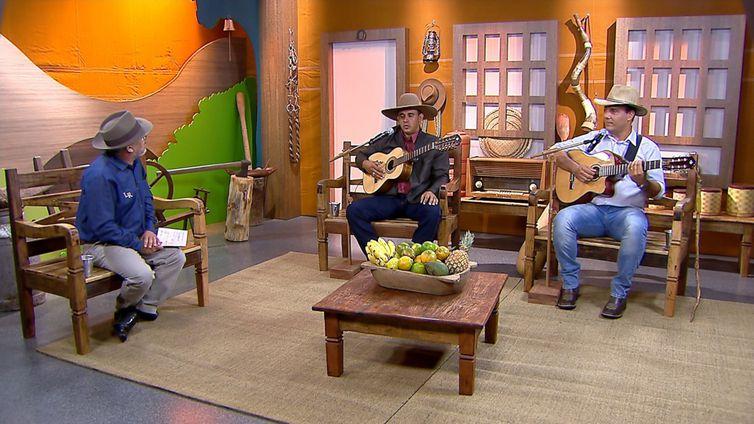 Luiz Rocha entrevista os violeiros Villela & Villaça no Brasil Caipira