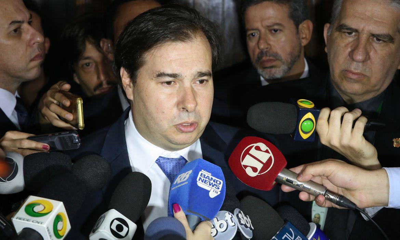 Brasília - Presidente da Câmara dos Deputados, Rodrigo Maia, fala à imprensa (Antonio Cruz/Agência Brasil)