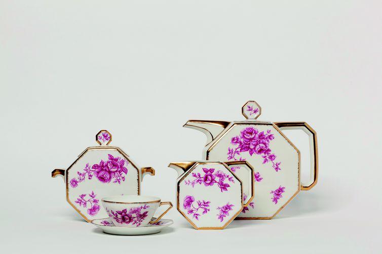 Exposição de porcelana europeia da coleção Ema Klabin
