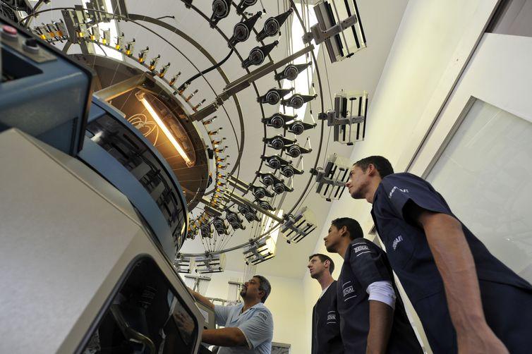 SENAI CETIQT - Centro de Tecnologia da Indústria Química e Têxtil. Planta piloto de malharia.  Rio de Janeiro ( RJ) 12.03.2012 - Foto: José Paulo Lacerda
