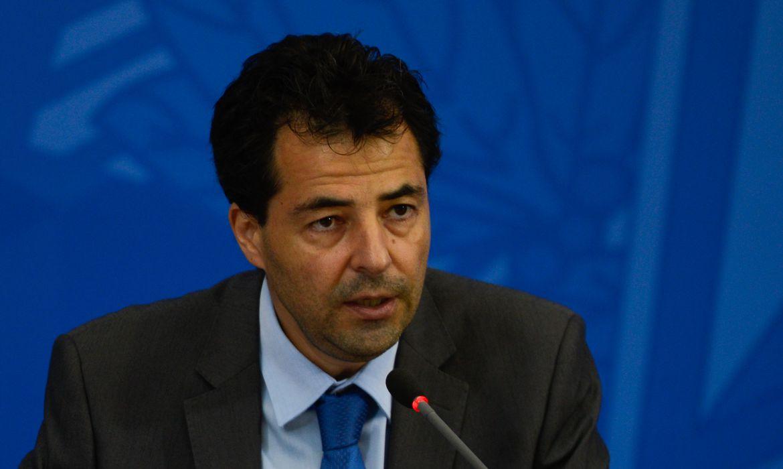 O secretário de Política Econômica do Ministério da Economia,  Adolfo Sachsida, fala à imprensa no palácio do planalto