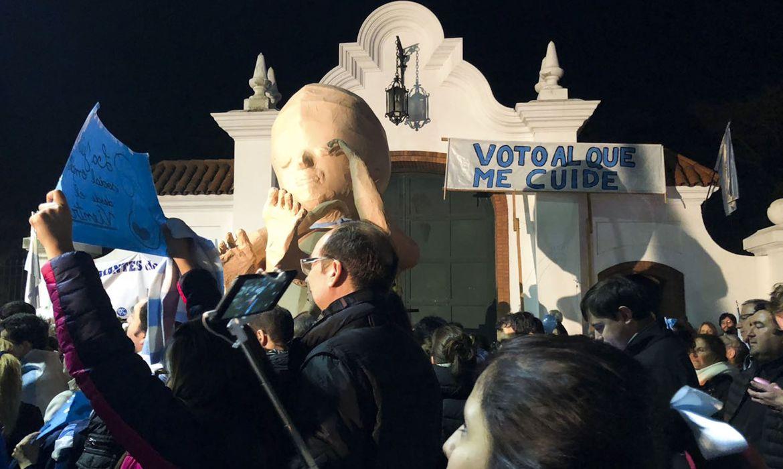 Às vésperas de votação no Senado, Argentina se divide em relação a aborto