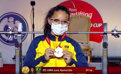 Atleta brasileira paralímpica conquista ouro em Copa do Mundo de halterofilismo e estabelece novo recorde das Américas