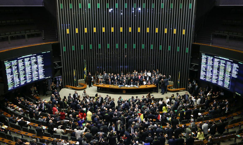 Brasília - Tem início a sessão para votação da admissibilidade de abertura de processo de impeachment da presidenta Dilma Rousseff, no plenário da Câmara dos Deputados (Marcelo Camargo/Agência Brasil)