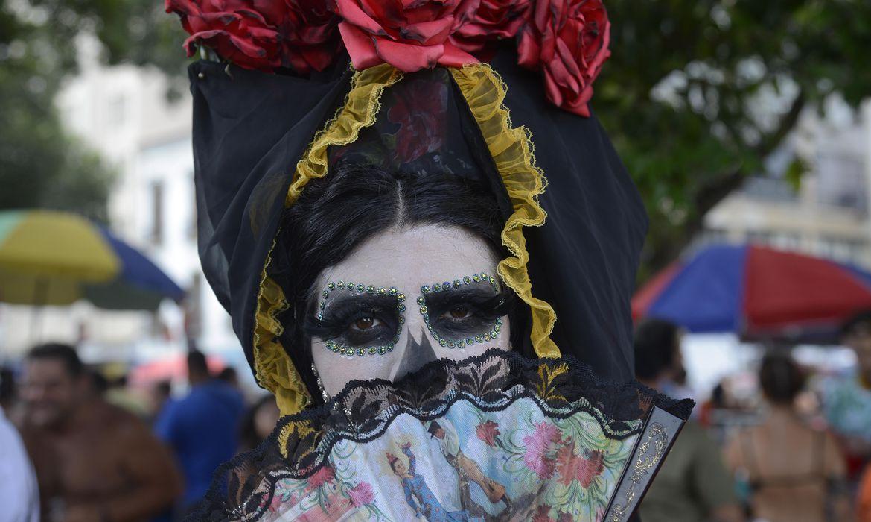 Blocos fazem a abertura não oficial do carnaval de rua no centro do Rio de Janeiro