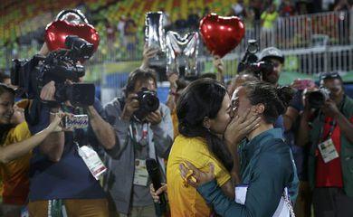 A foto com o beijo de Isadora Cerullo e a namorada rodou o mundo