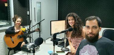 Angélica Duarte nos estúdios da Rádio Nacional
