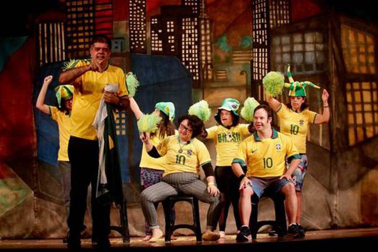 """Grupo Teatro Novo em """"O câncer, a pessoa e o remédio."""