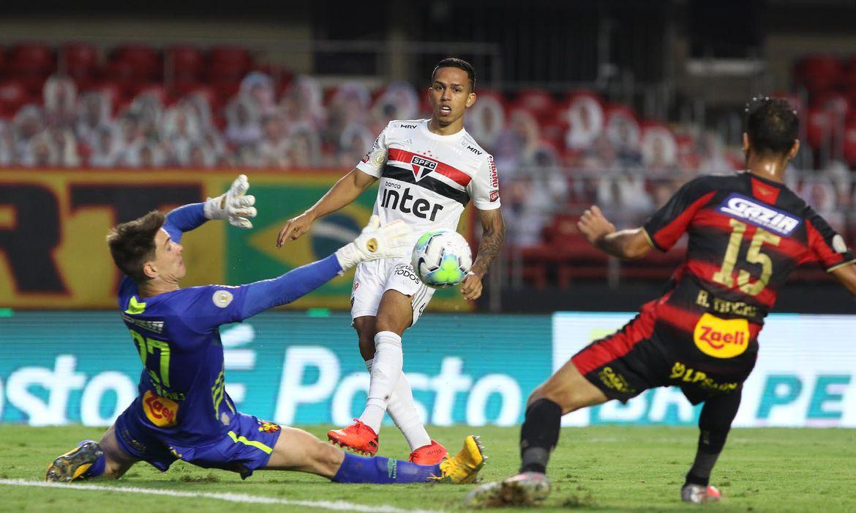 Tricolor paulista se mantém na liderança isolada e com um jogo a menos.