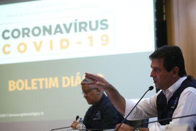 O ministro da Saúde, Luiz Henrique Mandetta,atualiza dados em coletiva de imprensa  sobre à infecção pelo novo coronavírus no Brasil