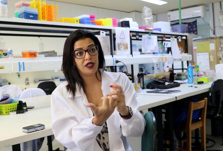 A Coordenadora do Limi Laboratório de Imunologia e Inflamação da UnB (Limi/UnB), Kelly Magalhães, fala sobre  a eficácia do uso de ômega-3 no combate a inflamação dos neurônios humanos e redução da carga viral do vírus Zika
