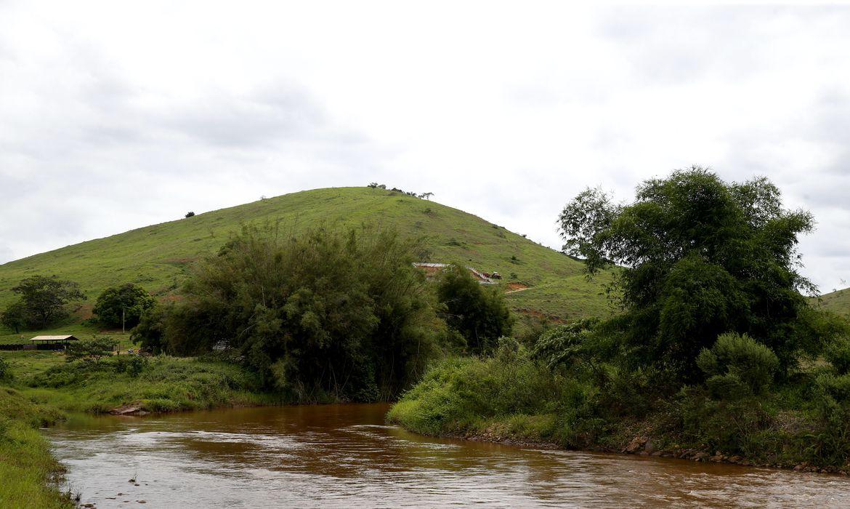 Distrito de Barra Longa. A comunidade foi parcialmente encoberta pela lama que chegou pelo rio Gualaxo do Norte. Na foto o rio Gualaxo.