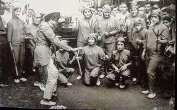 """Juanita """"Pochola"""" Silva apresenta sua murga em Montevidéu na década de 60"""